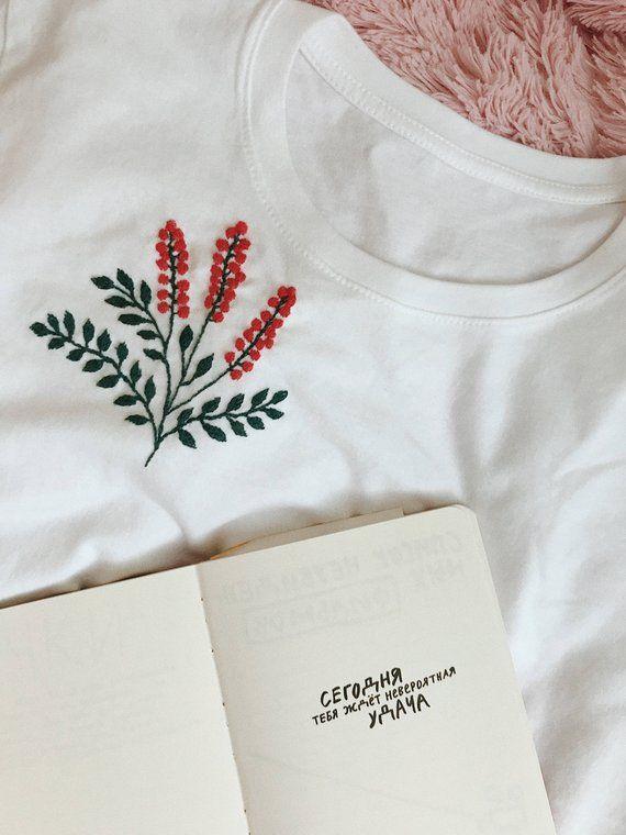 T shirt brodé, tshirt blanc, chemise brodée, broderie à la main, broderie florale, tshirt femme, tee brodé, cadeau pour elle   – Sticken