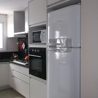 Mofarrej - 79m² em 2020   Bancadas pretas, Interiores