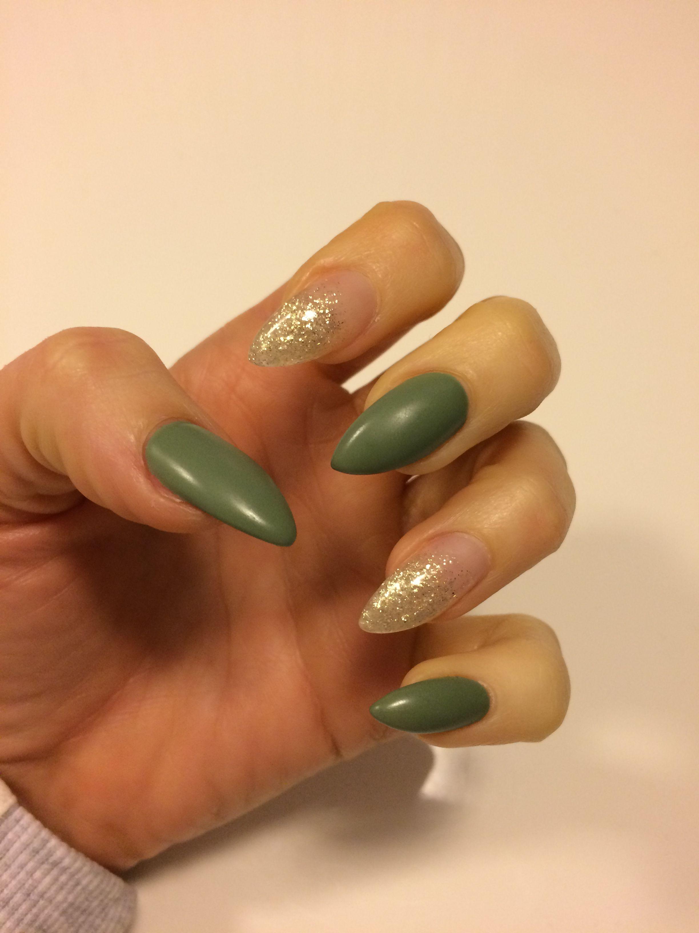 gold glitter gr n matt nails mynails pinterest nageldesign. Black Bedroom Furniture Sets. Home Design Ideas