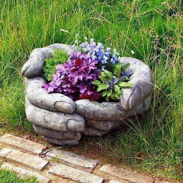 An amazing sculpture for anyone's garden! :-)