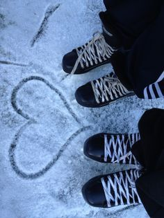 Write a date in the snow and it would be a cute Save the Date #Hockey card!