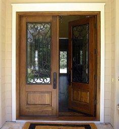 piq puerta doble de entrada de madera con reja de hierro artesanal