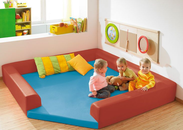 coin des b b s salle d 39 activit exemples d am nagement haba petite enfance habermaa. Black Bedroom Furniture Sets. Home Design Ideas