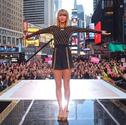 Taylor Swift….bangs?
