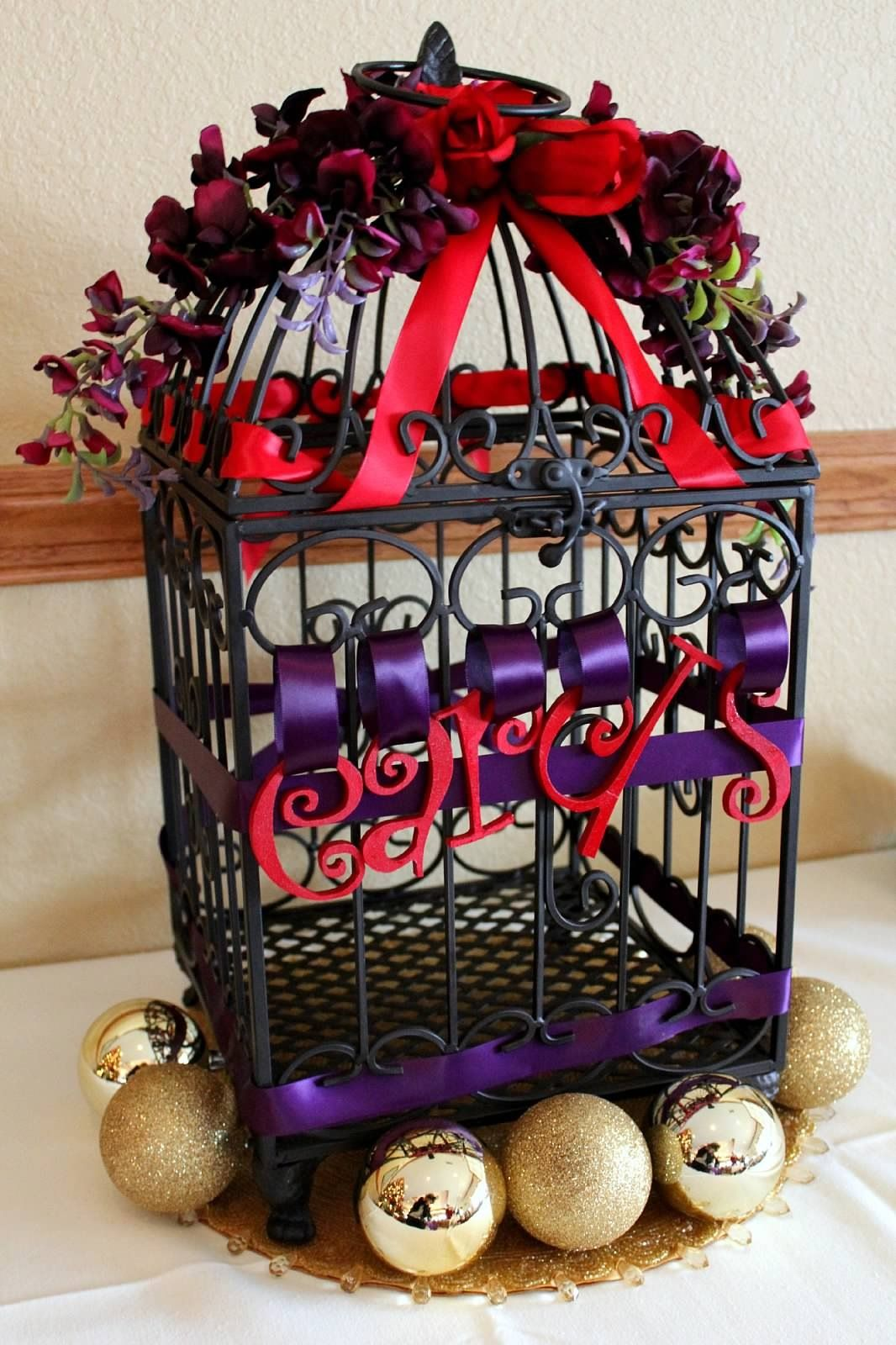 Purple and red wedding. Card cage