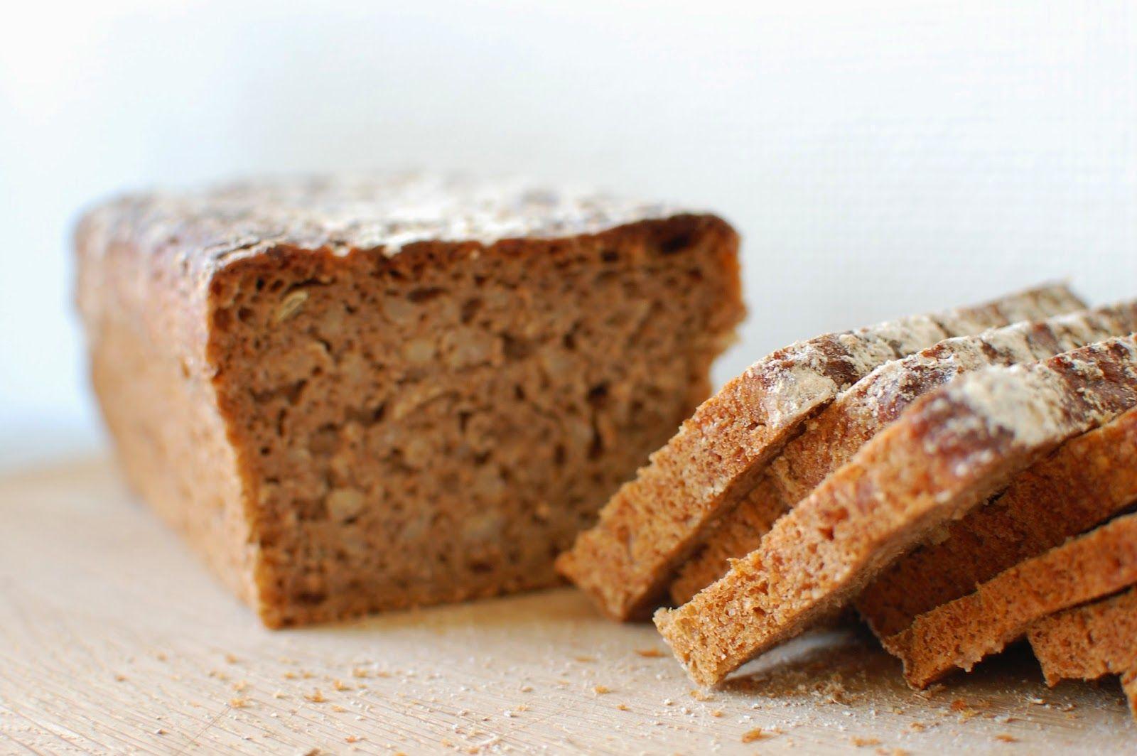Vuokaleipä ruisjuurella ja kokonaisilla ohranjyvillä / Rye Sourdough & Whole Barley