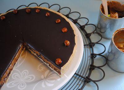 'Karahazel' moest ik deze taart maar noemen volgens mijn oudste zoon Bryn. Een samentrekking van karamel en hazelnoten. Deze taart is een...