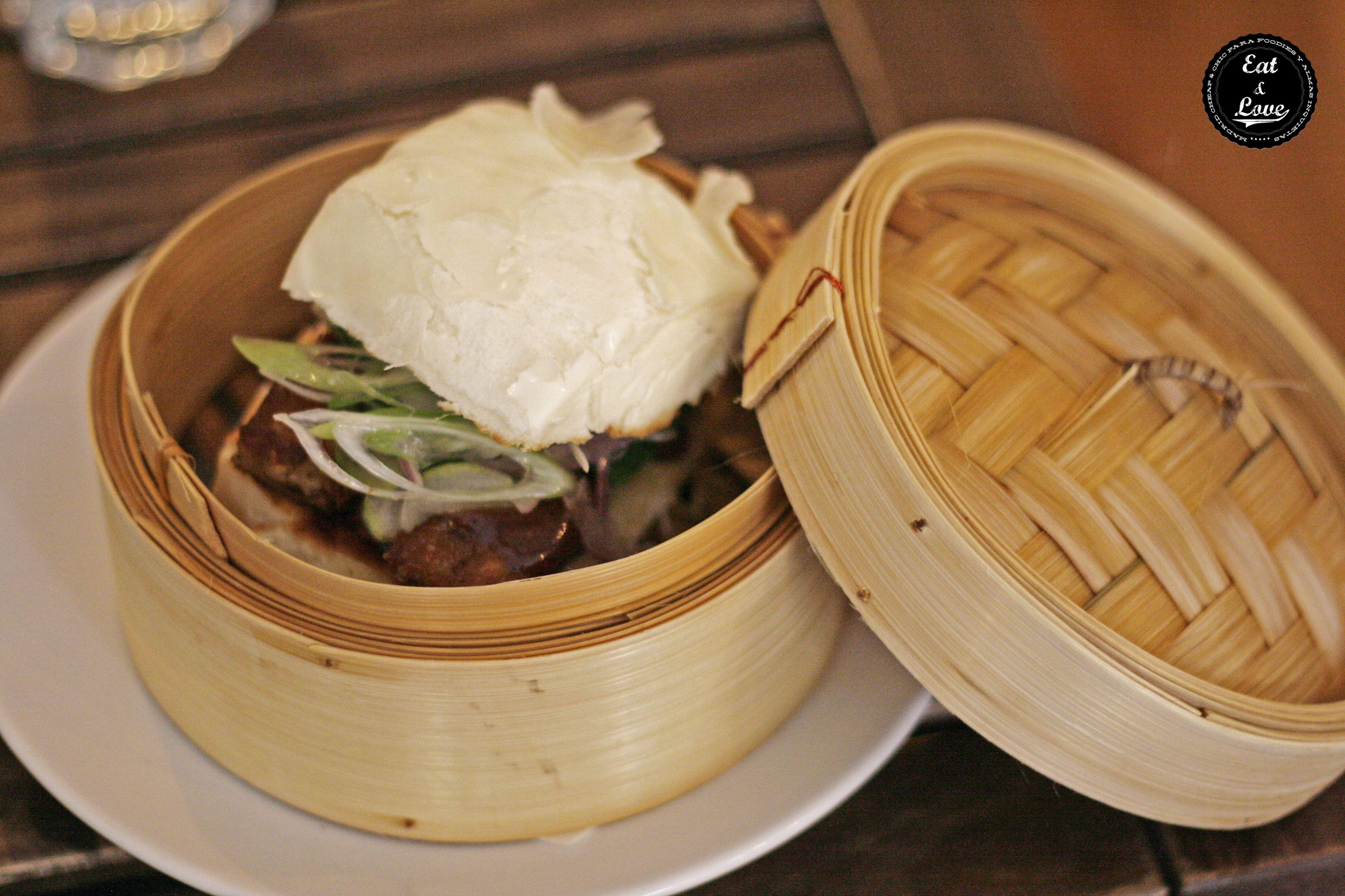 Bocadillo chino con masa dim sum en el restaurante tandem (by Triciclo) - madrid