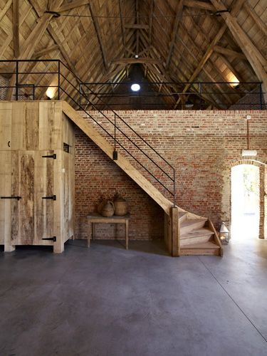 Wedding Barn. Instead of having upstairs, just have brick wall divider. Hallway ... - Kiani Vandewoestyne - #Barn #brick #Divider #hallway #Kiani #upstairs #Vandewoestyne #Wall #wedding #sideporch