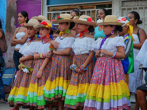Traditional clothing of Venezuela | Traditional outfits ...