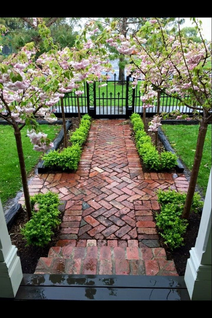 35 Front Yard Sidewalk-Garden Ideas -  staggering 35 Front Yard Sidewalk-Garden Ideas  #FrontYardSidewalk-Garde  - #backyardlandscapingideas #front #frontyards #garden #ideas #pathways #retainingwalls #sidewalk #SidewalkGarden #walkways #yard