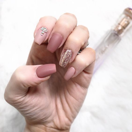 40 gorgeous fall nail art ideas to try this fall nude nails and art nails - Nail art nude ...
