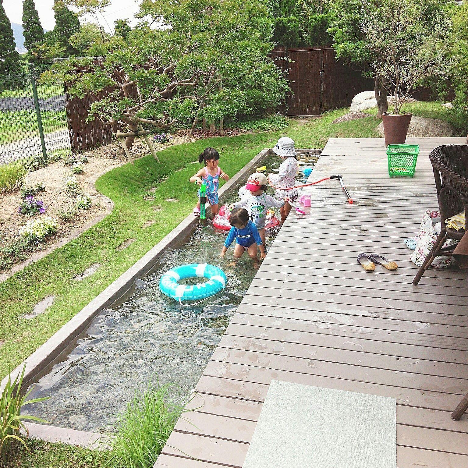 バス トイレ 夏 水遊び 庭 子供と暮らす などのインテリア実例