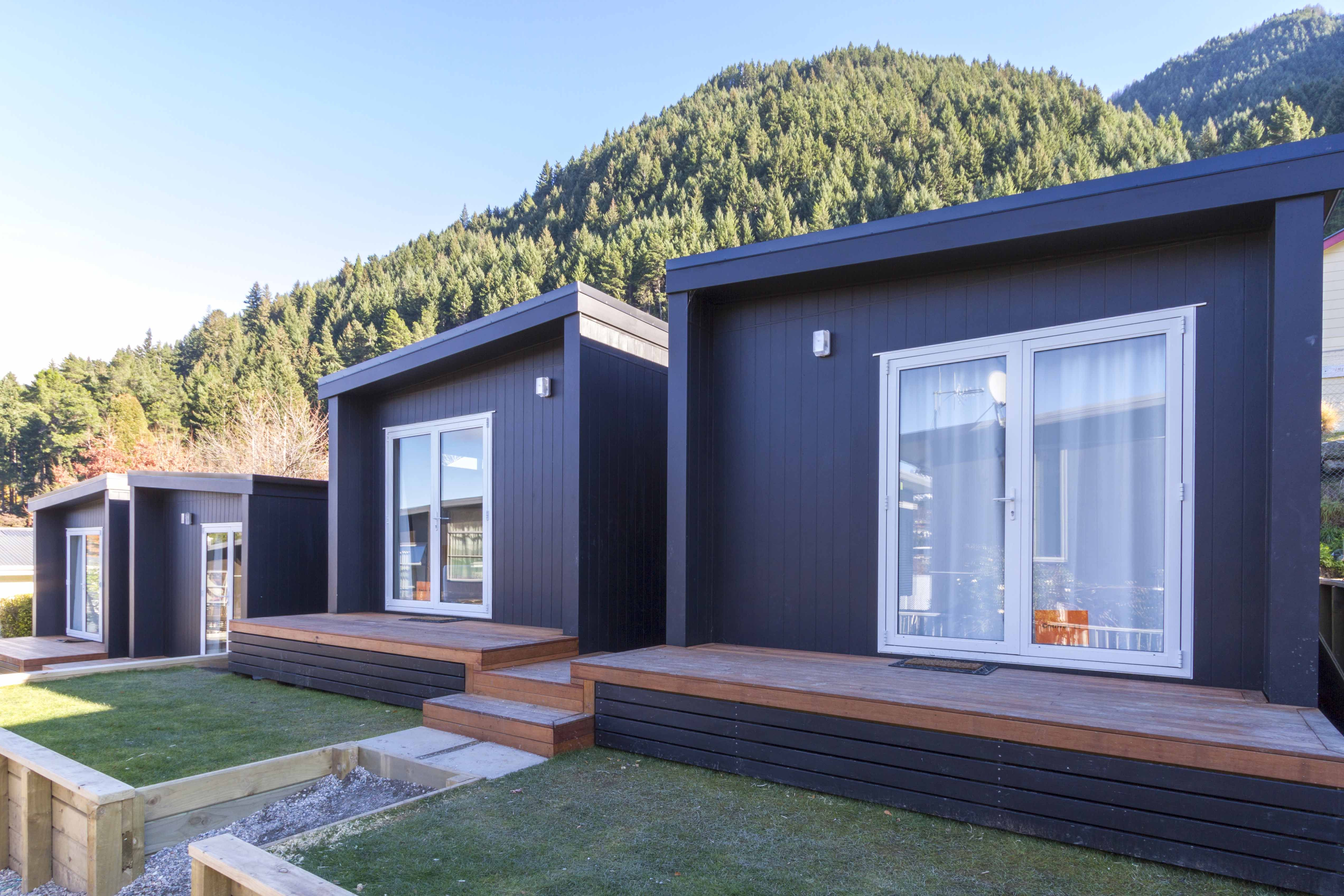 Beautifully Compact 1 Bedroom Cabin Designed With Convenience In Mind Whether Used As A Tourist Cabin Granny Prefabricated Houses Cabin Design Prefab Homes