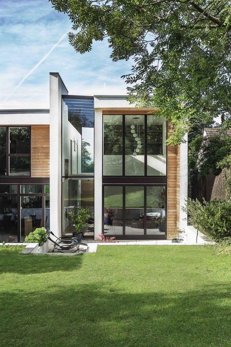 Moderne Hausfassade mit Zedernholz Paneelen | Architektur ...