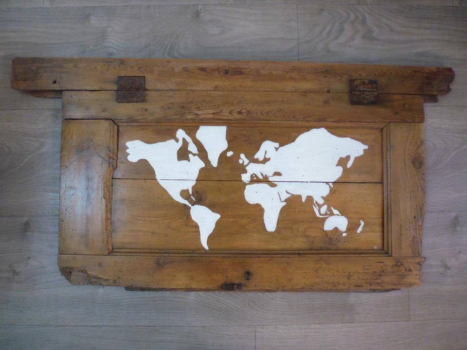 mape-monde sur volet -peinture acrylique sur bois poncé/ lasuré wood