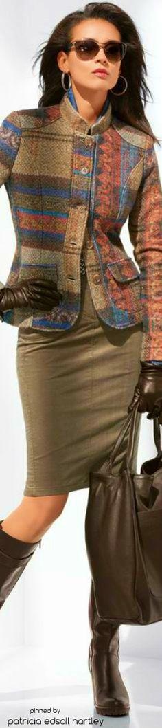 "#Farbbberatung #Stilberatung #Farbenreich mit www.farben-reich.com Психолог онлайн. ""Психология личного пространства"" http://psychologieshomo.ru  I like the wool, pattern combinations and the straight, natural color skirt."