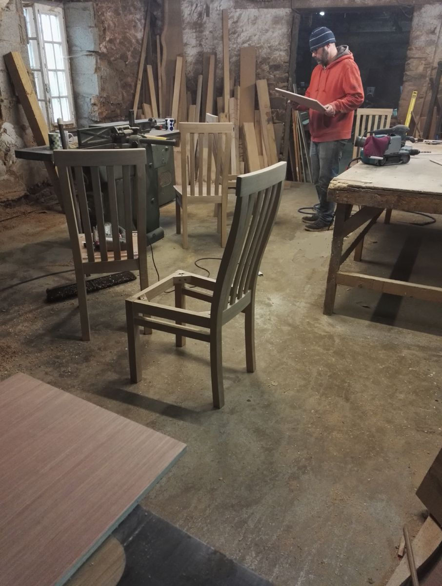 We're on the last leg now before Christmas and really hoping to down tools on Friday. We'll see, there is still quite a bit to do...chairs in various stages of finishing and they'll need upholstering with leather. And a table top to put together. Not to mention adding finishes. Maybe we are being a bit ambitious!  #oakchair #chairmaking #bespokefurniture #workshoplife