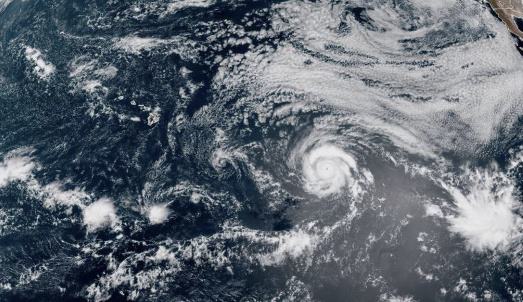 A Tropical Storm Warning Was Issued For Maui And Hawaii Island While Kauai Remains Under A Tropical Storm Watch In 2020 Hawaii Island Hawaii Oahu
