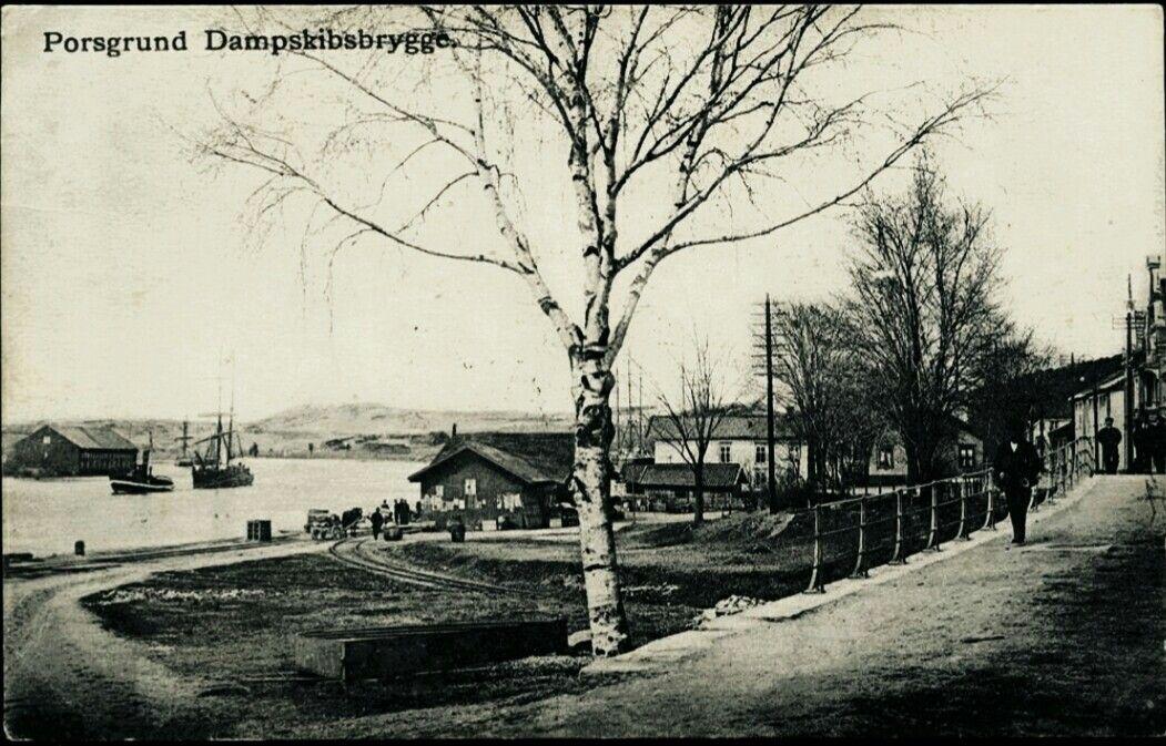 Telemark fylke Porsgrunn PORSGRUND. Fint motiv fra Dampskibsbryggen med båter i bakgrunnen brukt 1913