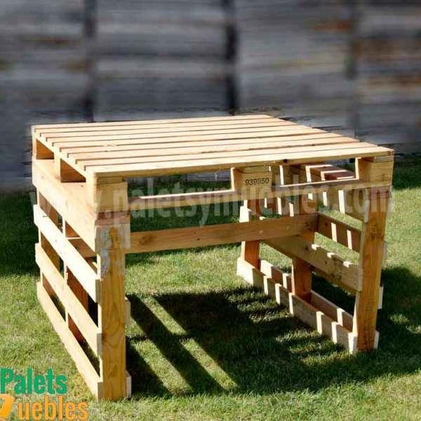 Mesa y banco hecho con palets mesa alta cocina for Articulos hechos con palets