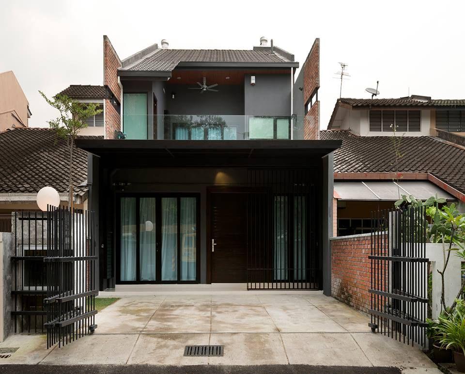 Sebuah Rumah Yang Kelihatan Unik Dan Berlainan Di Barisan Teres Satu Tingkat Ini Pasti Mengundang