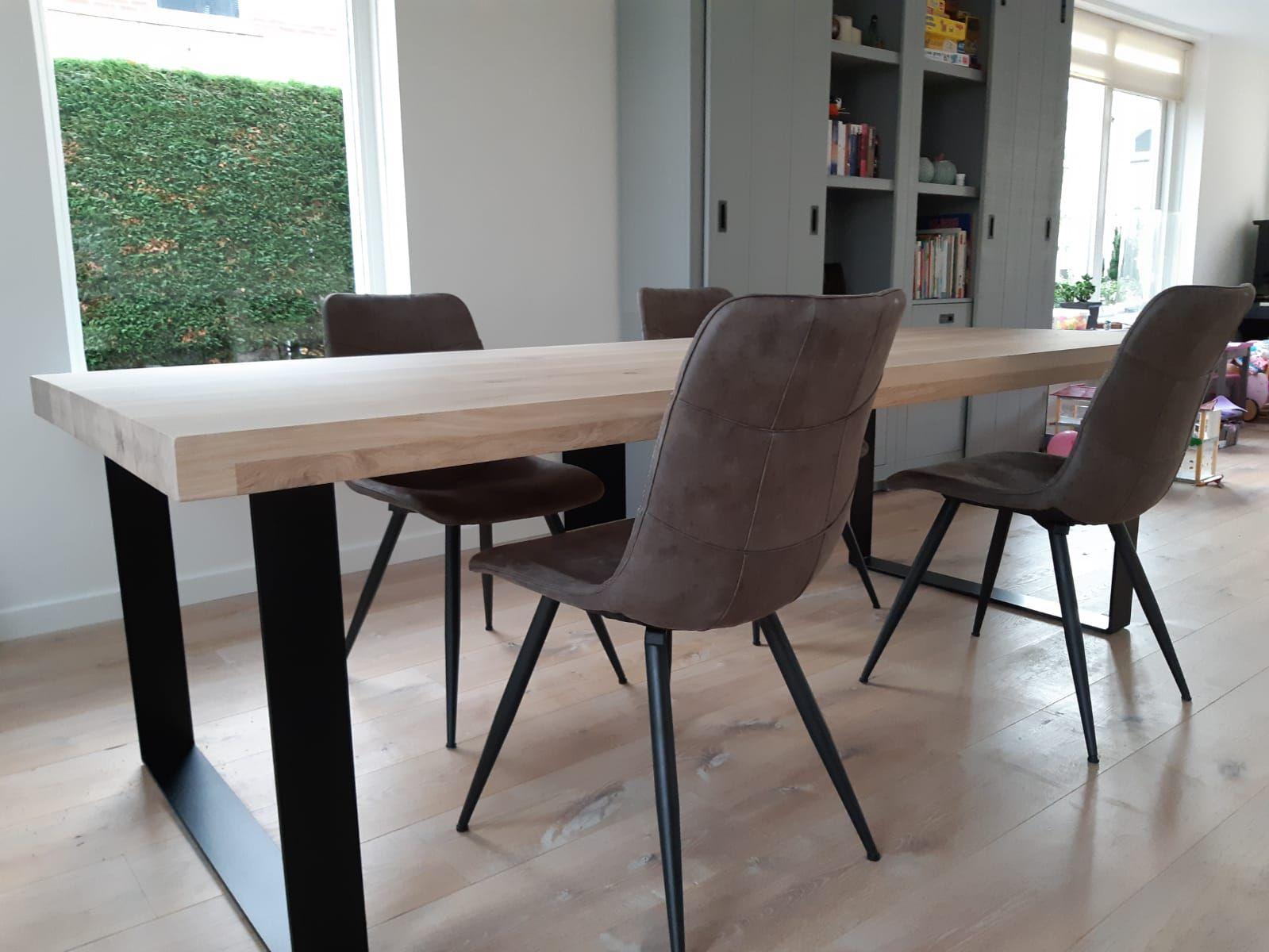 Opgedikt tafelblad op maat met stalen stip onderstel voor een