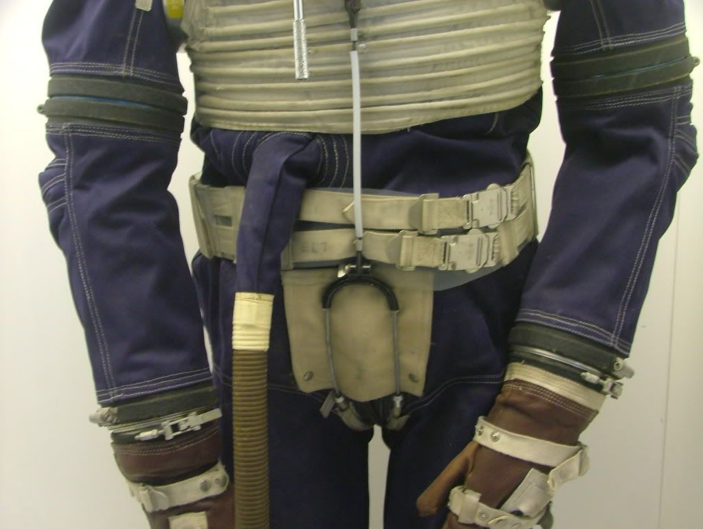 High-Altitude-Windak-Pressure-Suit-1962-16.jpg (1023×770 ...