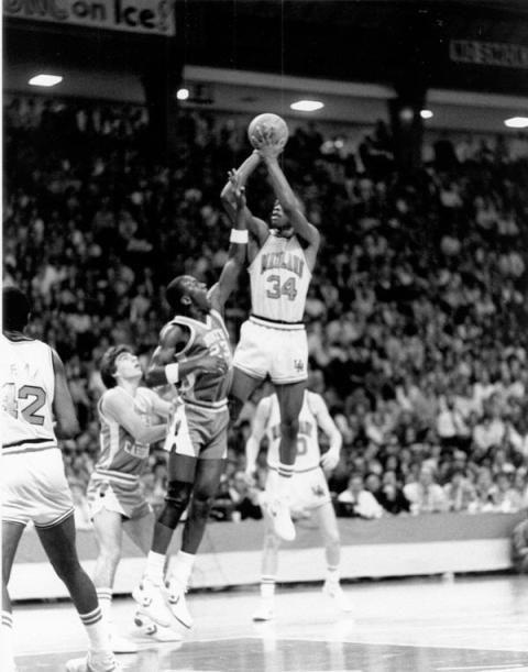 b4a1919cc7e len bias dunking on jordan