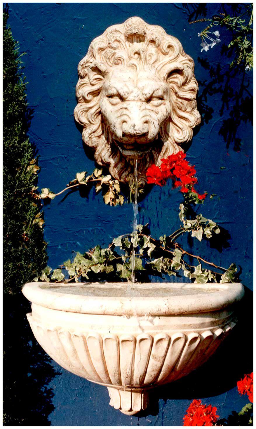 fuente de pared para jardin o interior modelo cara de leon estilo