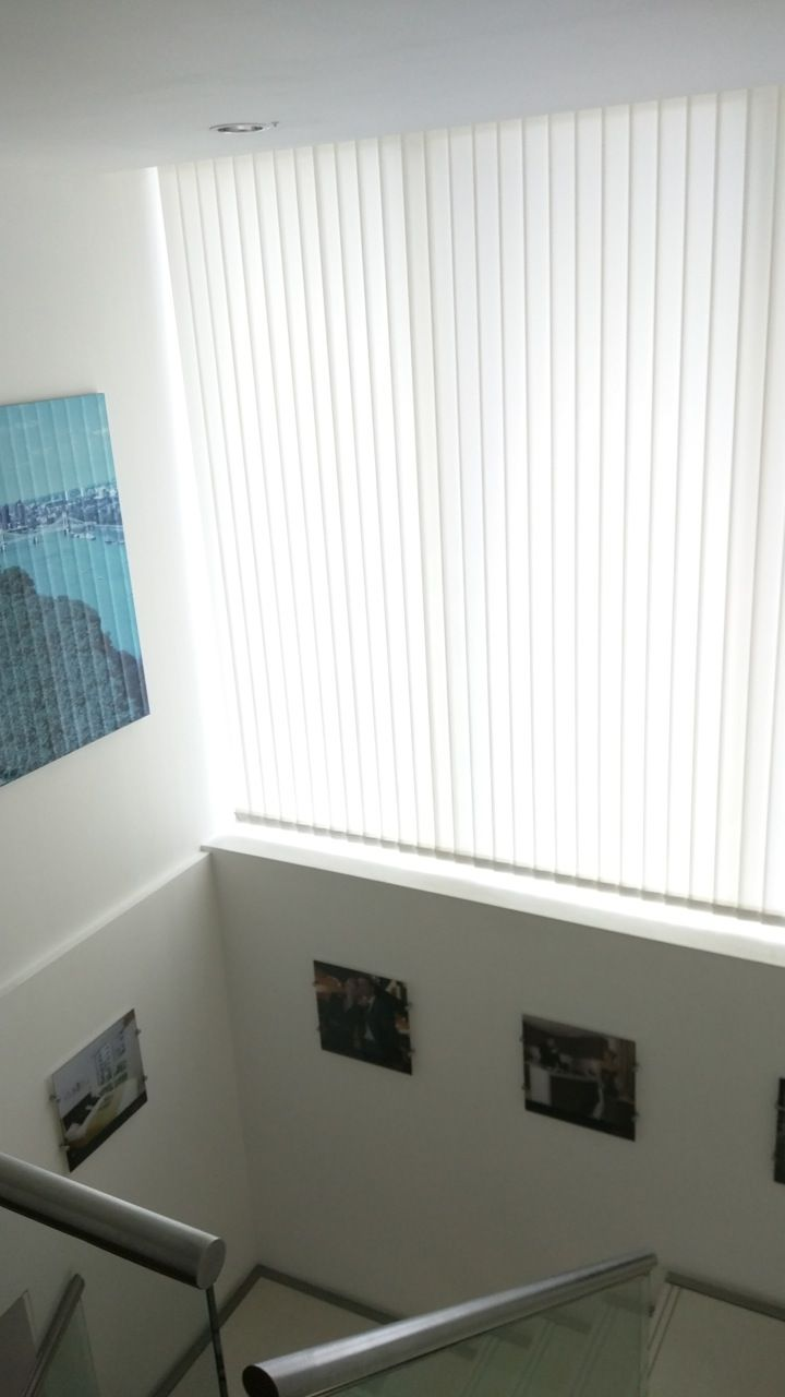 Vertical blinds on the windows: photo, installation 73