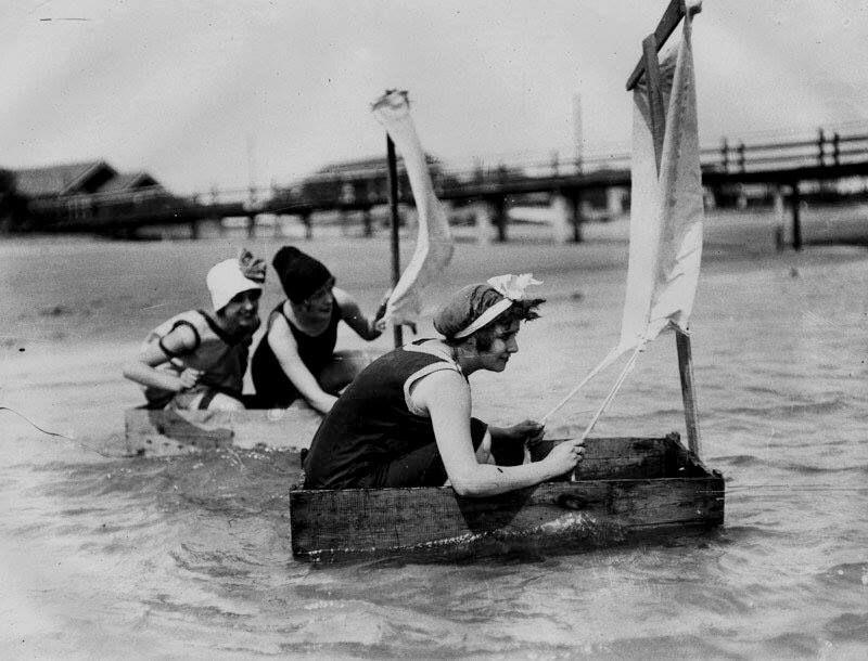 vintage everyday: Fun On The Beach, California, 1948