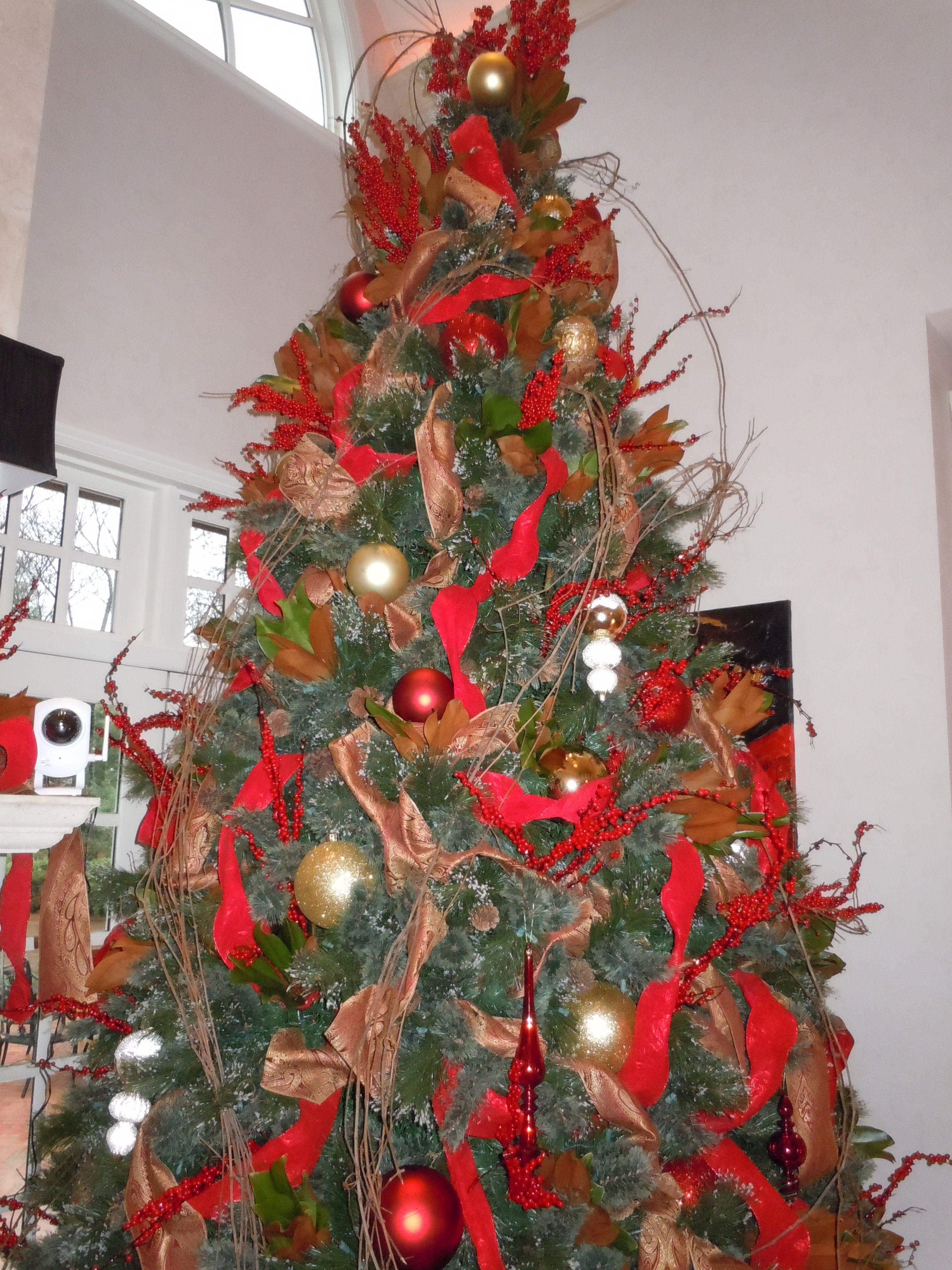 The holiday tree inside the Kincaid home on the Kappa Holiday Tour! #KKG #KKG1870
