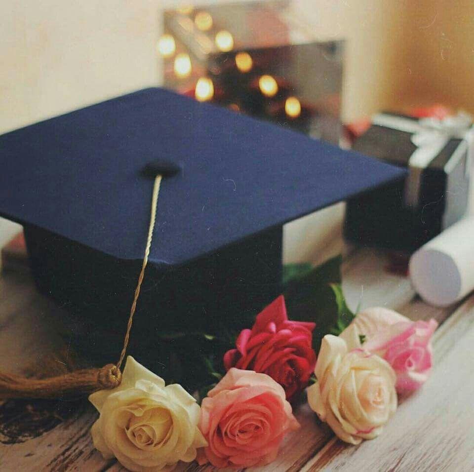 Pin By Arwa Beauty On Graduation Graduation Wallpaper Graduation Art Graduation Photography
