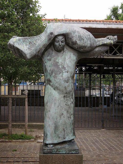 """""""Le Porteur de viande"""" (The Meat Porter) by Albert Bouquillon, 1991, Parc Georges-Brassens, Paris"""