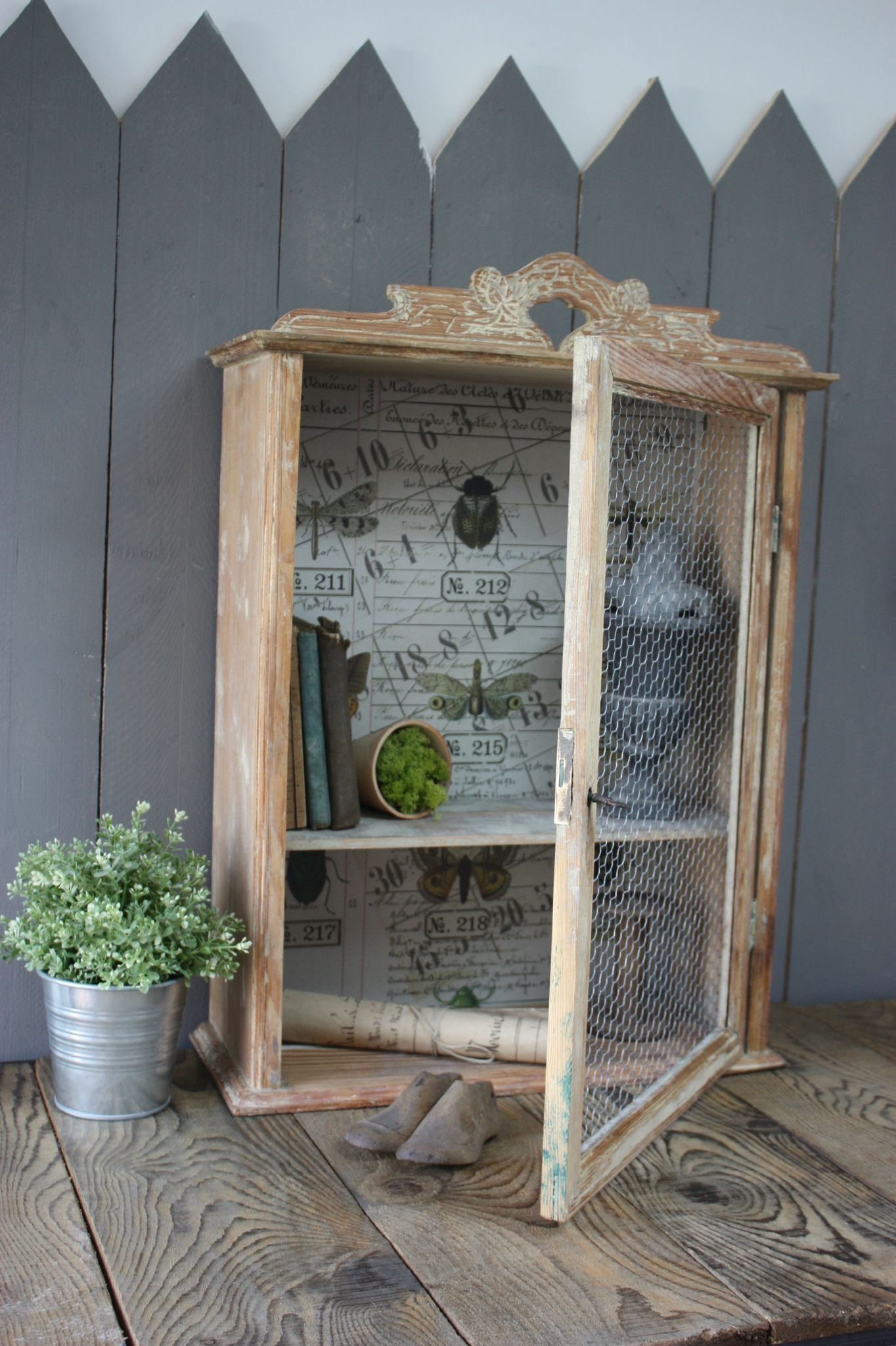 Petit Meuble Garde Manger i would love to give this look to my seashells curio! well