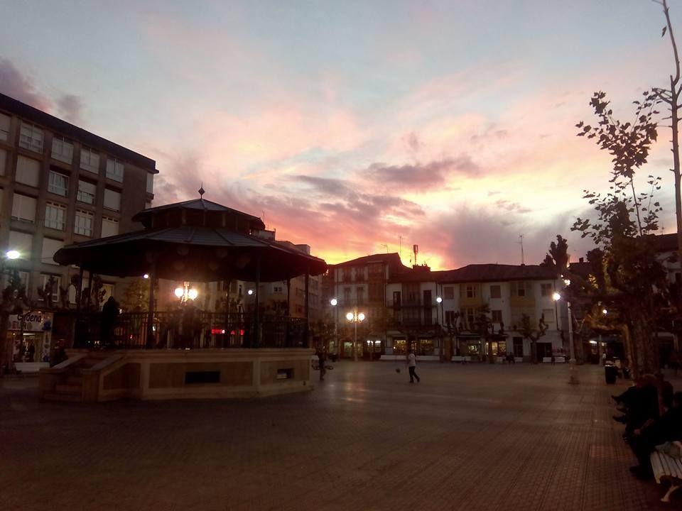 12/11/15 Atardecer en la plaza de San Antonio. Santoña te espera!