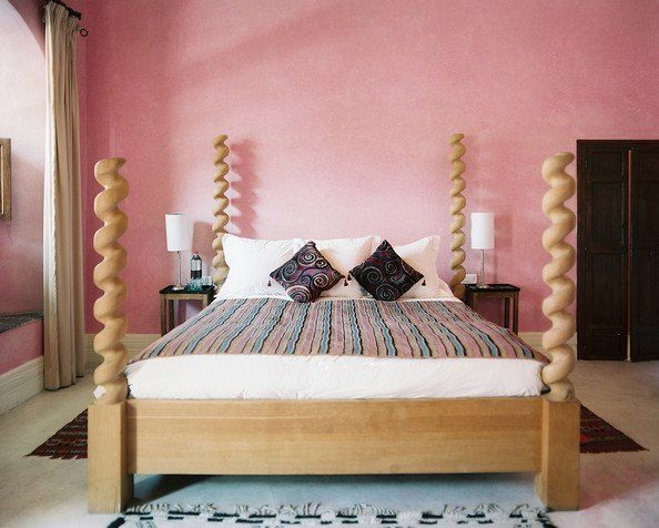 four poster bed with spiral posts