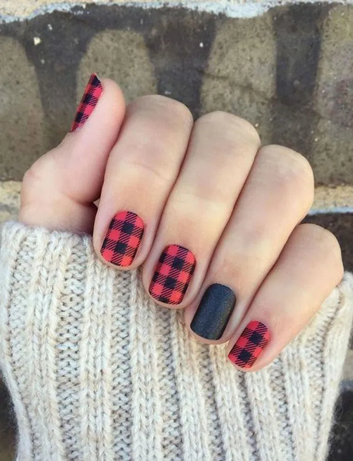 26 Holiday Nails to Get You Into the Christmas Spirit #holidaynails