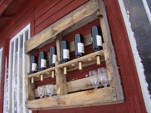 Palet de madera convertido en botellero y estante de pared The - pared de madera