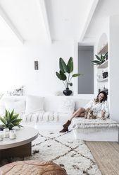 Beach boho: this coastal home nails white-on-white design#kitchengarden #gardenflowers #gardensbythebay #homedesign #bedroomdesign #interiordesigner #furnituredesign #designideas #designinspiration #designlovers #designersaree #designsponge #designersarees #designbuild #designersuits