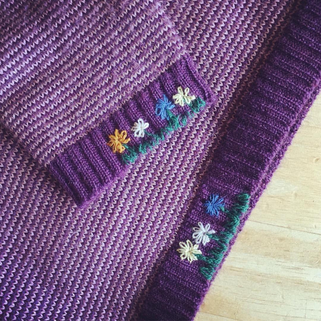 Blumenwiese statt löchriges Bündchen. #schmuckstückesindliebe #embroiderypatternsbeginner
