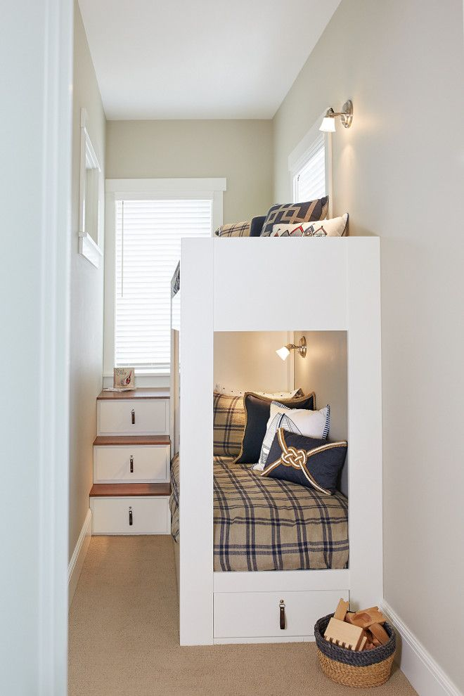 Charmant Small Bedroom With White Bunk Bed