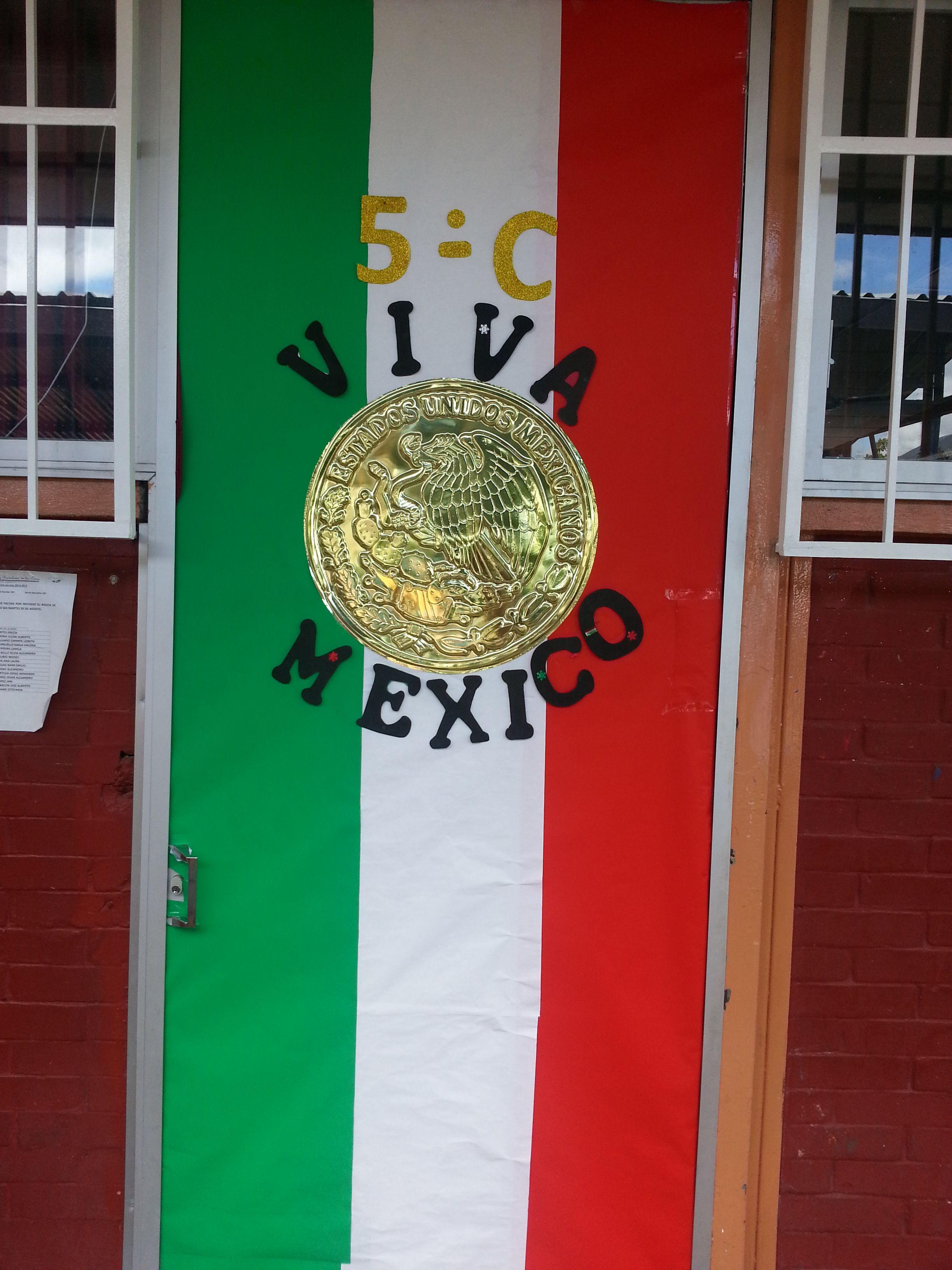 Fiestas patrias puerta decorada tricolor viva m xico Como decorar una puerta