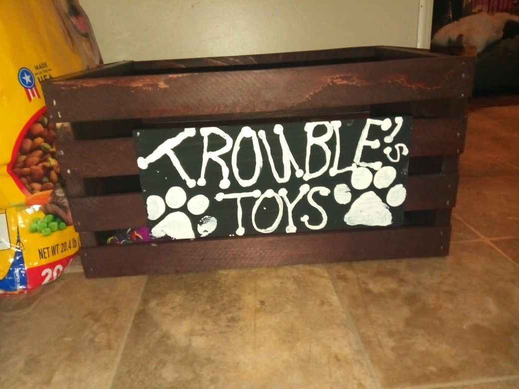 Diy Dog Toy Crate I Used A Crate From Home Depot Stained It With