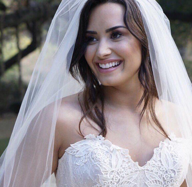 Breath Taking Bride Demi Lovato Tell Me You Love Me Demi Lovato