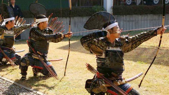 #GuinessJP A concepção atual sobre o samurai é um guerreiro espadachim.Contudo, os Samurais nos seus primeiros cinco séculos de existência foram arqueiros a cavalo. O treino de um samurai começava ... - movimento - exercício - exercise - atividade física - fitness - corpo - body - beleza - estética - belo - beautiful - esporte - sport - arte marcial
