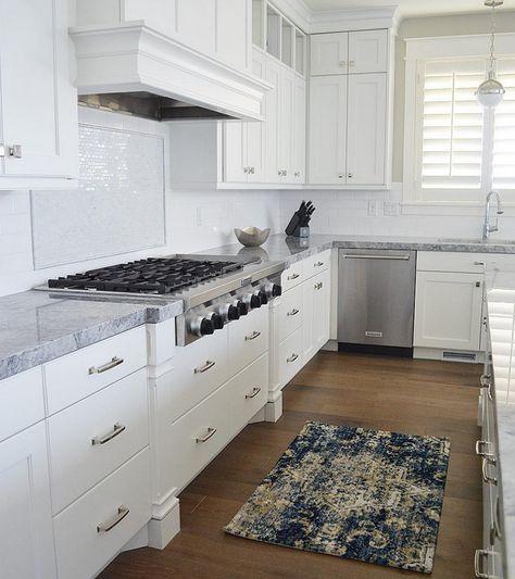 Best Kitchen The Countertops Are Super White Quartzite And 400 x 300
