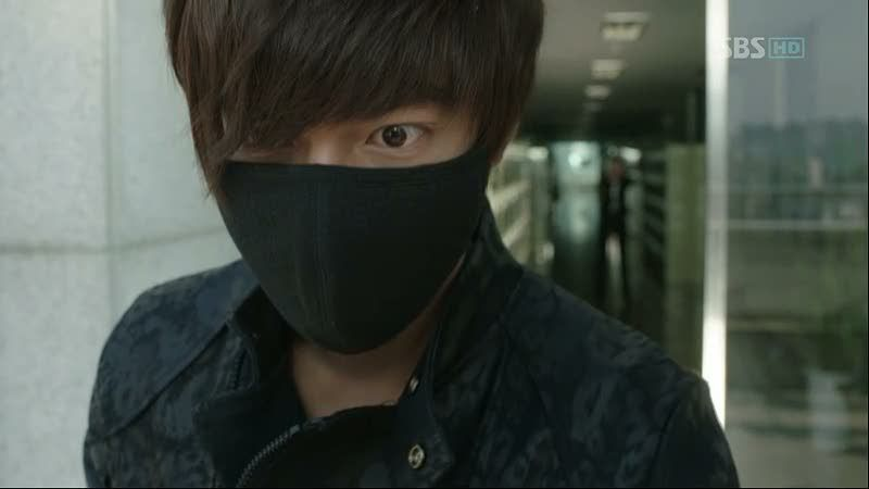 Yoon Sung caught.