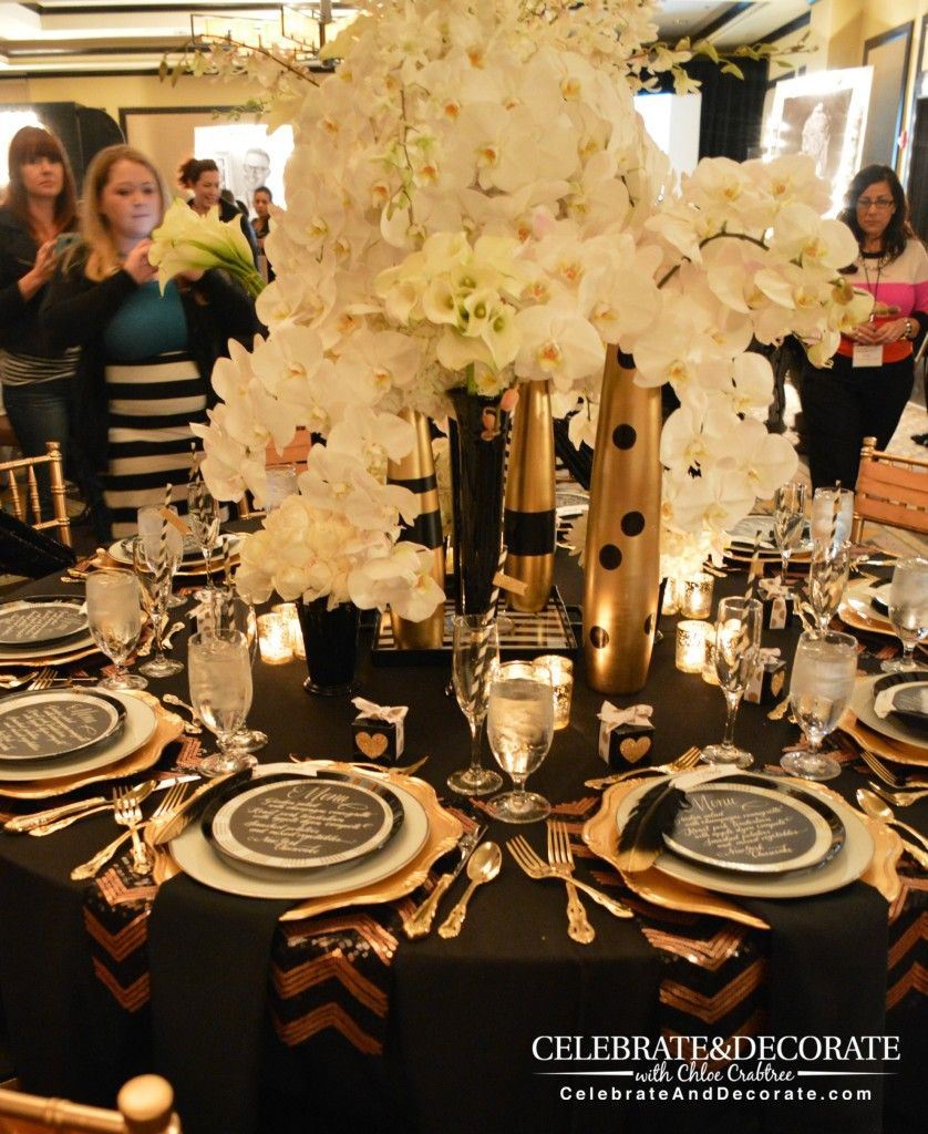 Enchanting-Gold-and-Black-Table-with-incredible-floral-